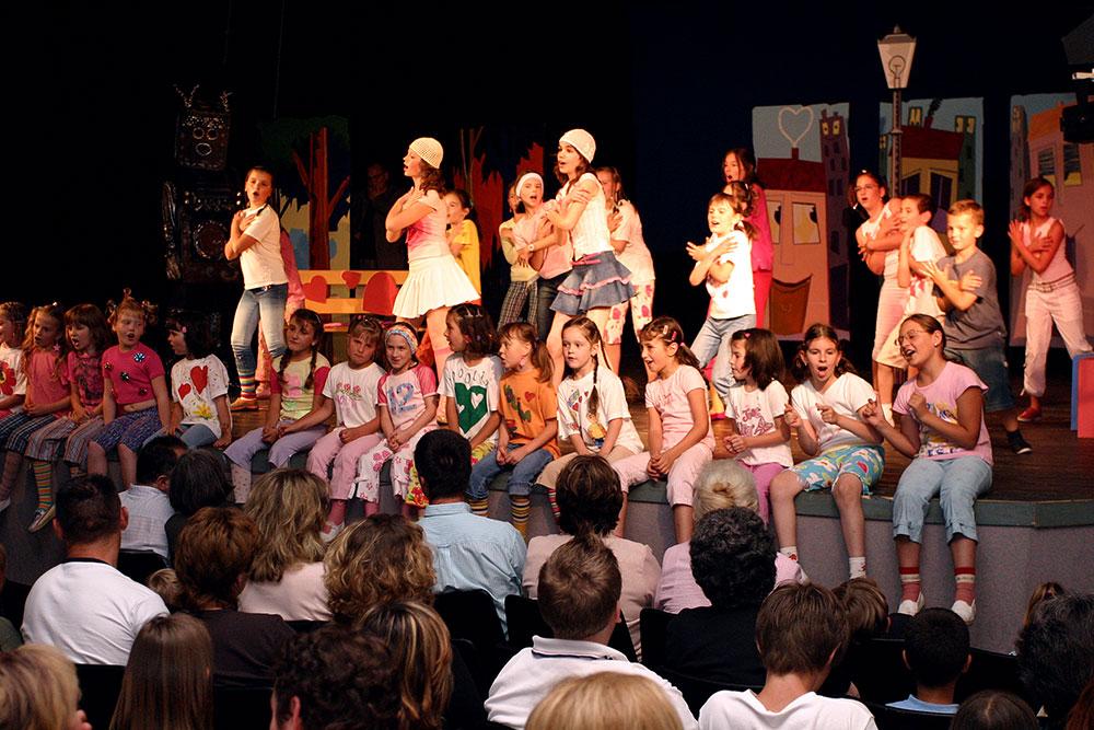 Djecji-zbor-Mjuzikl-Volim-te-Premijera-2004-13