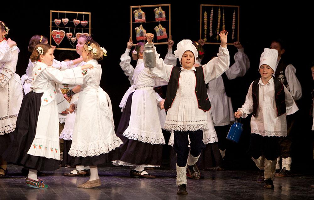 Skola-folklora-Djecja-skupina-10-Koreografija-Kirbaj-1