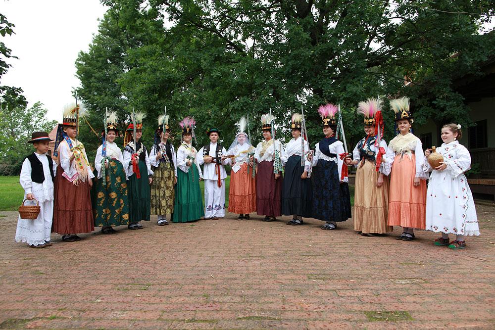 Skola-folklora-Djecja-skupina-11-Koreografija-Kraljice-ponedeljni-djaci