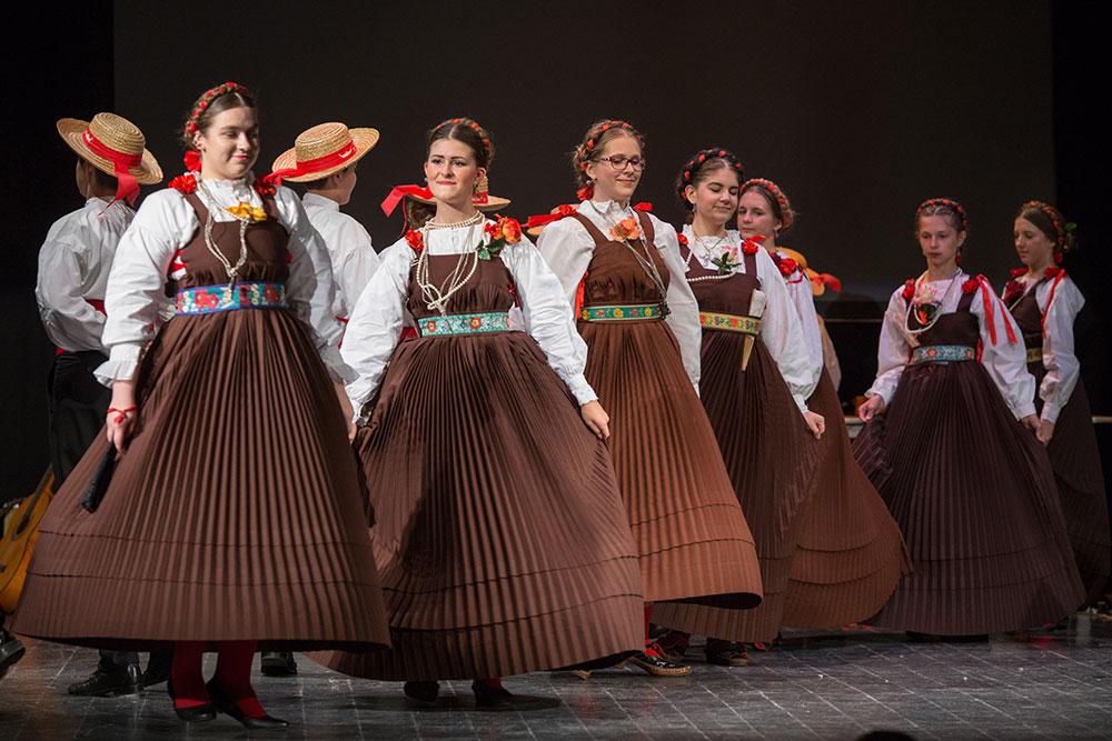 Skola-folklora-Djecja-skupina-15-Koreografija-Plesovi-otoka-Korcule