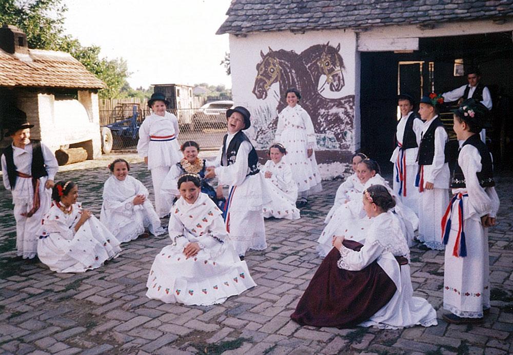 Skola-folklora-Djecja-skupina-4-Koreografija-Kog-udarim-tog-ne-zalim