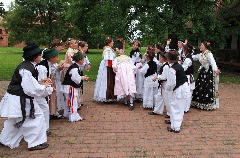 Skola-folklora-Djecja-skupina-5-Koreografija-Poskocite-andjeli