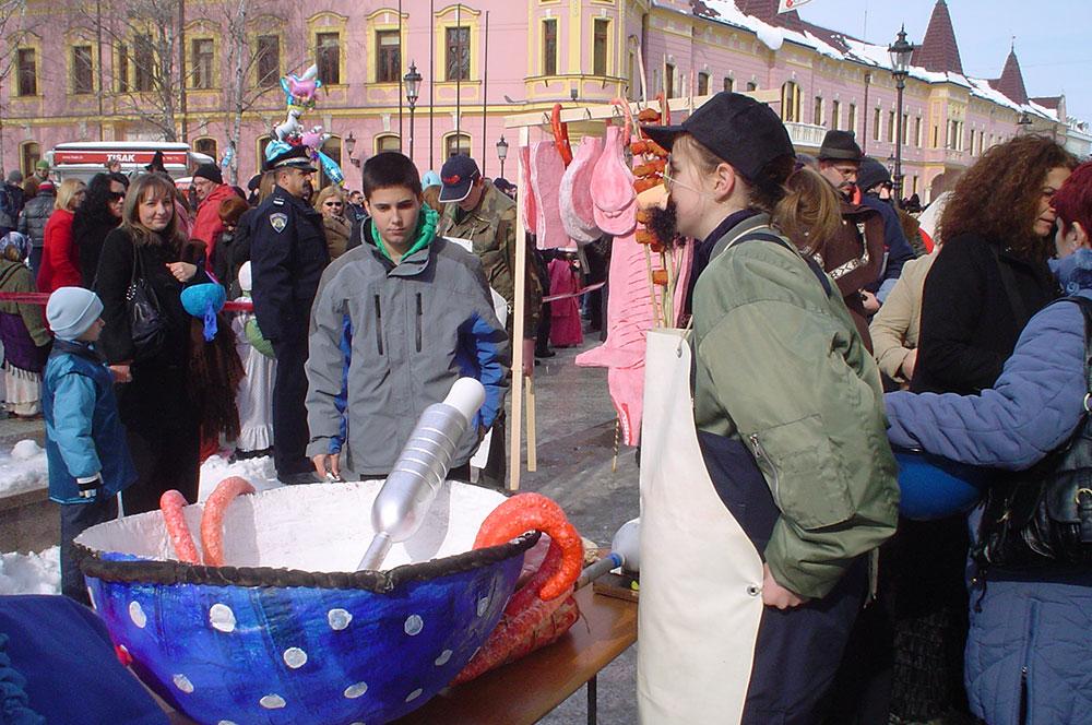 Skola-folklora-Maskenbal-2010-Svinjokolja-Prvo-mjesto-03