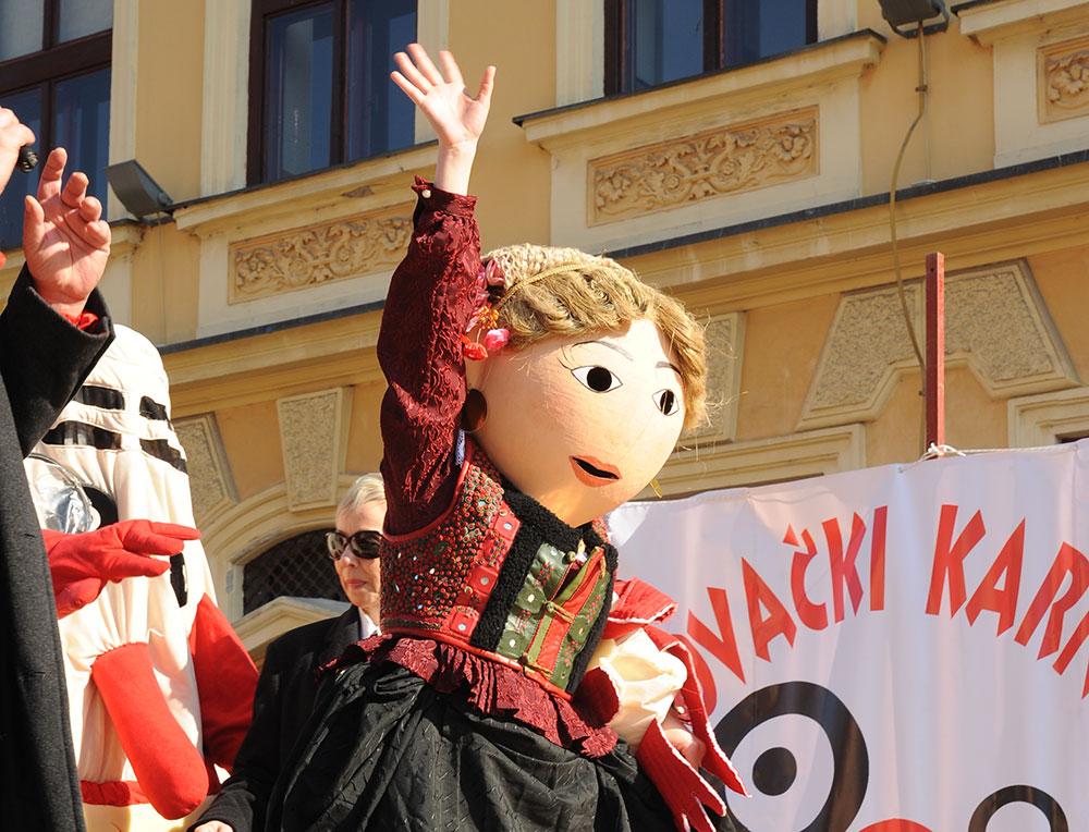 Skola-folklora-Maskenbal-2015-Etno-frizure-Hrvatske-1-mjesto-03