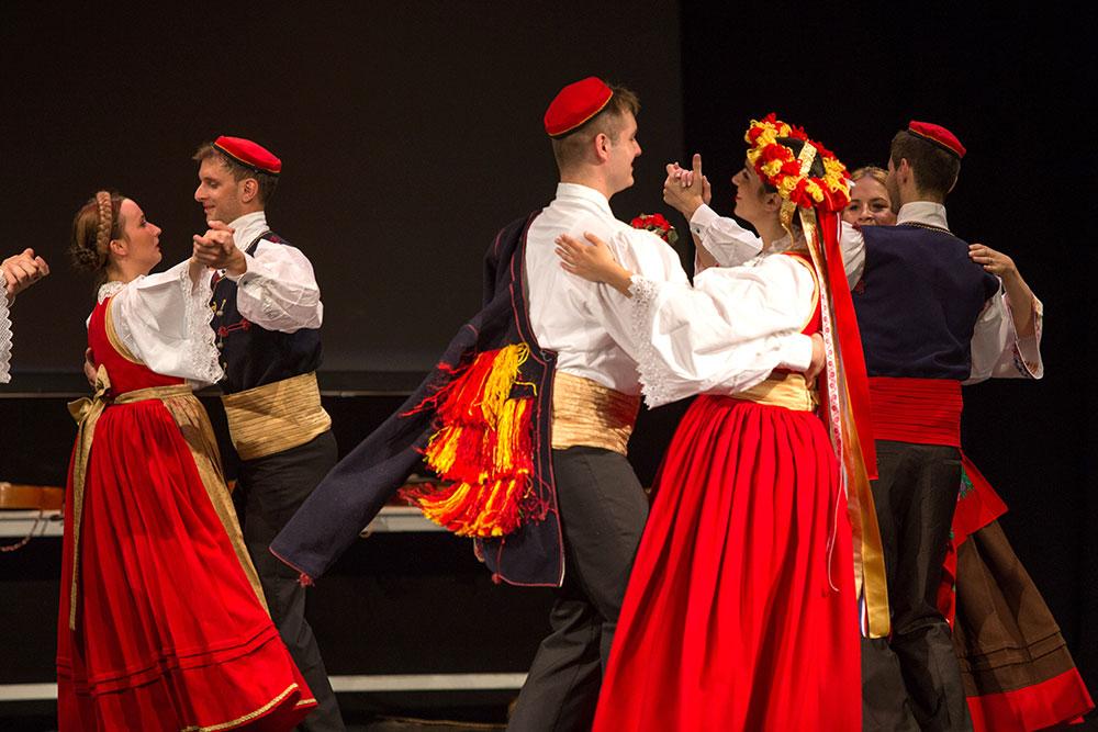 Skola-folklora-Odrasli-Koreografija-Jezerski-mornarski-bal-01