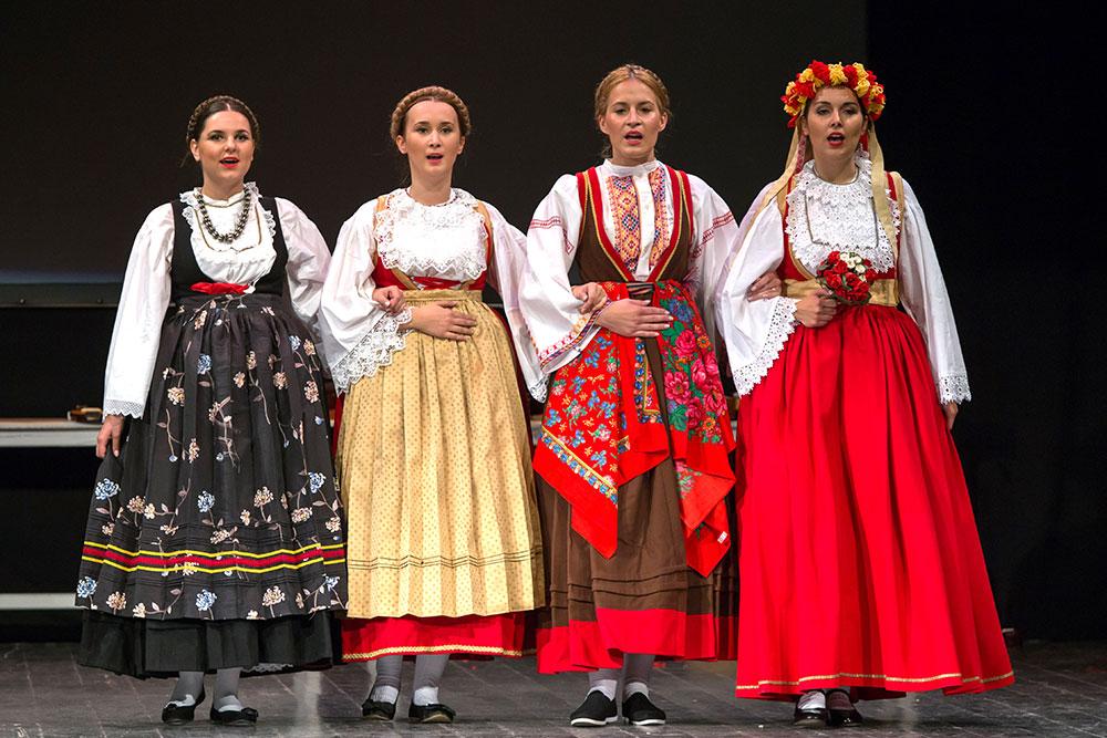 Skola-folklora-Odrasli-Koreografija-Jezerski-mornarski-bal-02