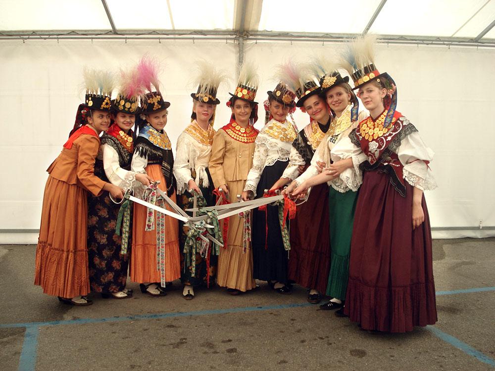 Skola-folklora-Odrasli-Koreografija-Kraljice-02