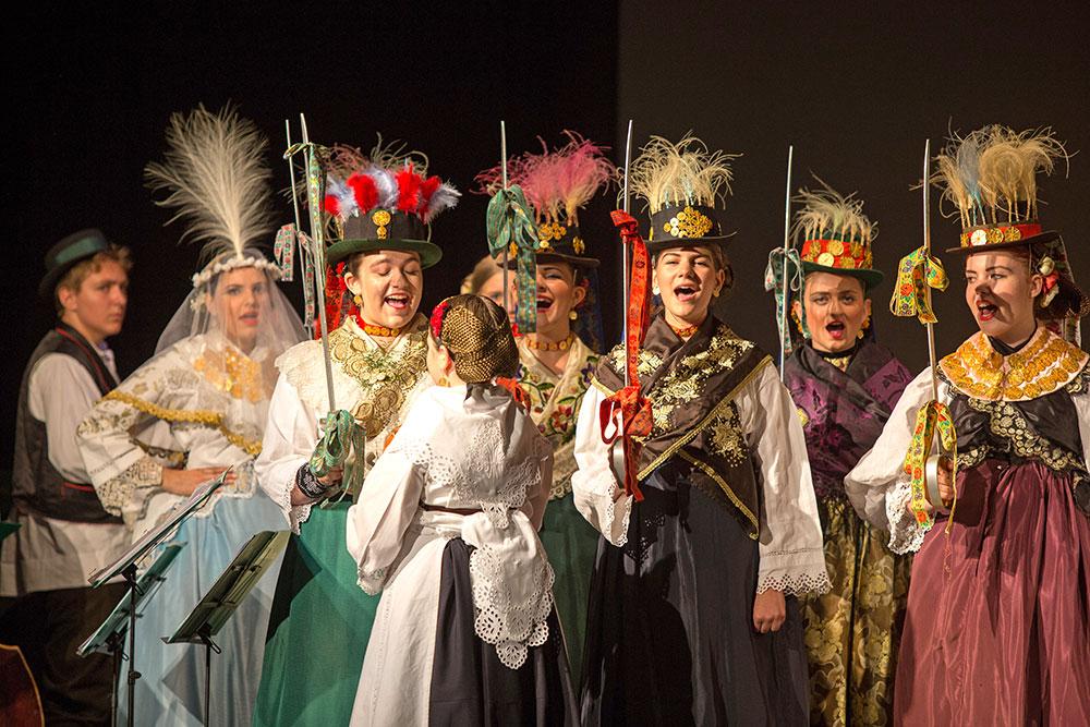 Skola-folklora-Odrasli-Koreografija-Kraljice-03