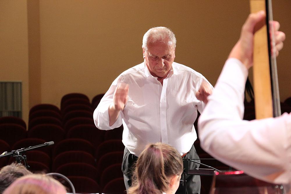 Skola-folklora-Orkestar-dirigent-Djuro-Zaric